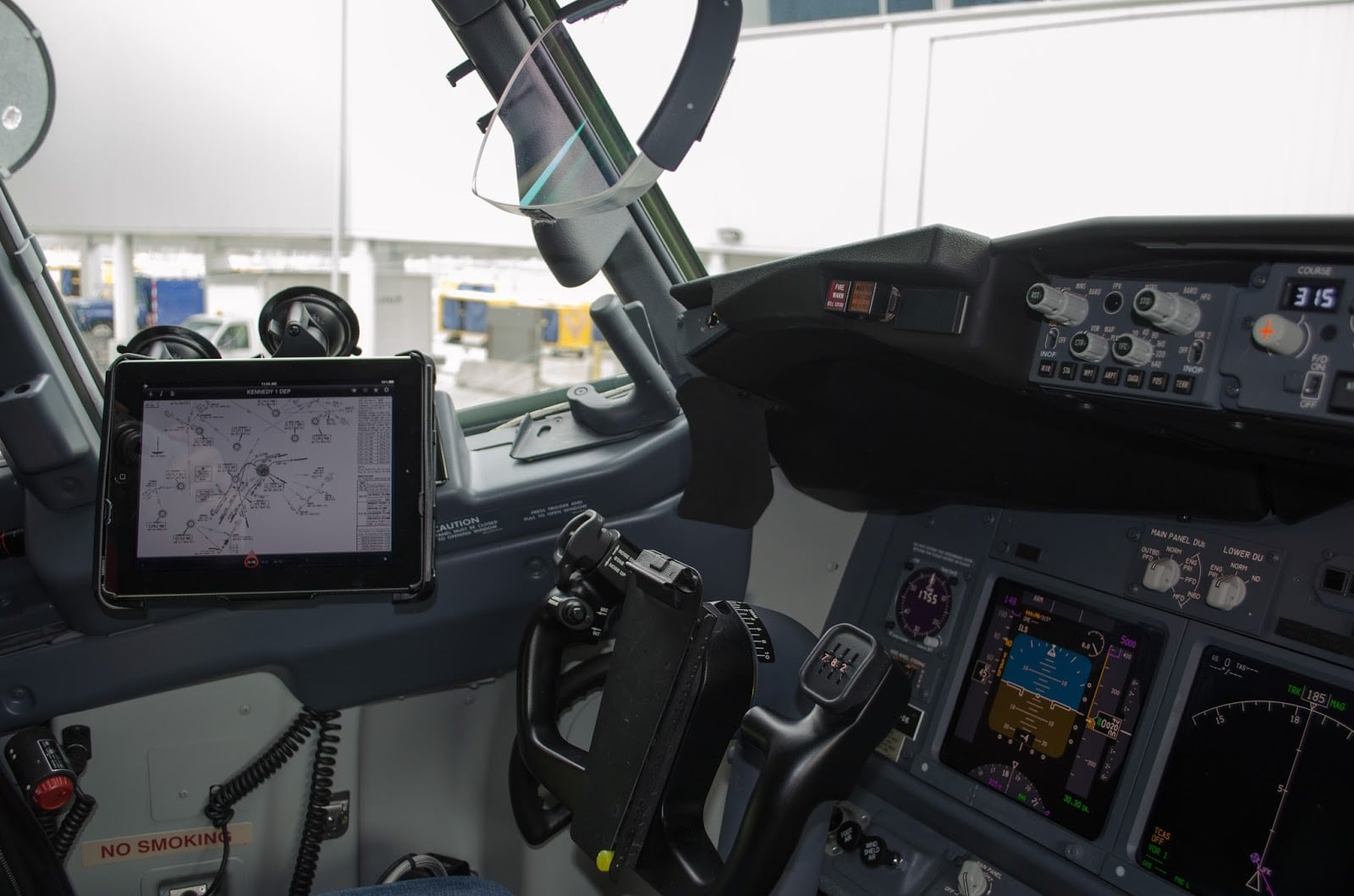 A New Era In The Pit Electronic Flight Bags Are Here Avgeekery News And Stories By Aviation Professionals